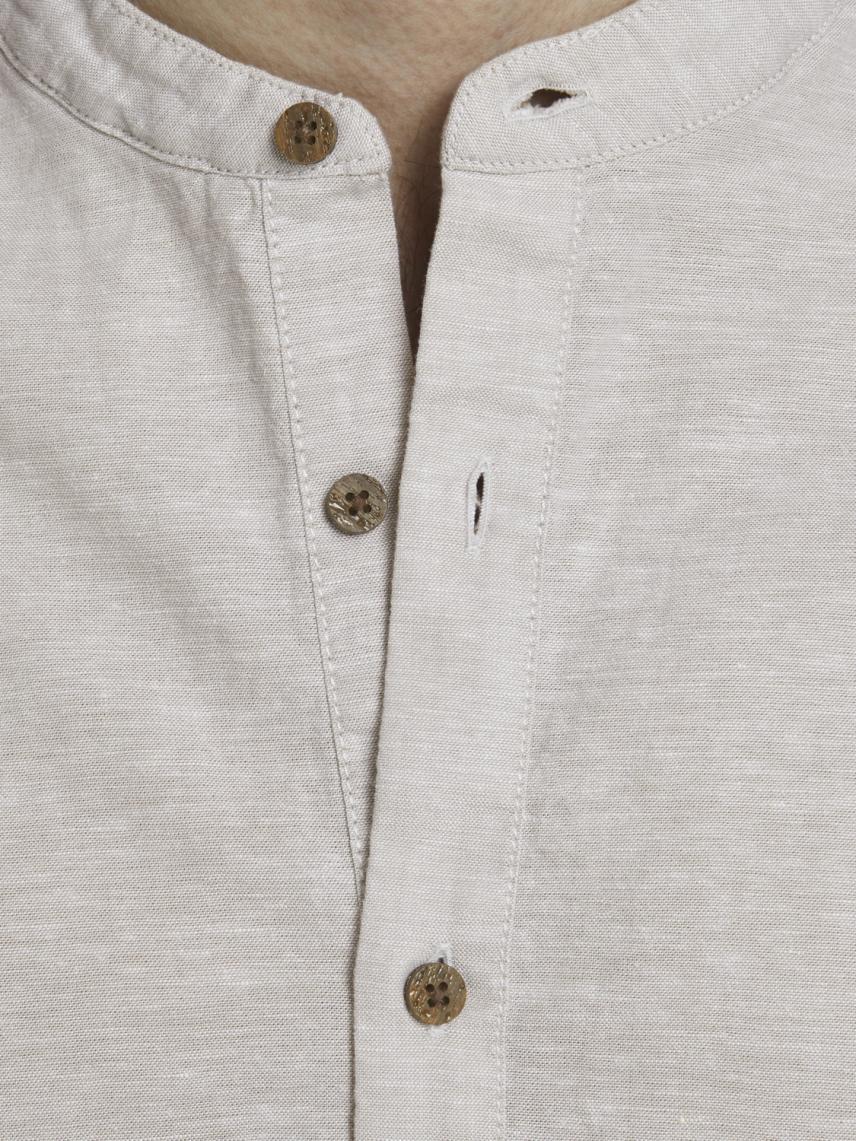 Hakim Yaka Yarım Düğmeli Gömlek